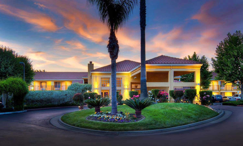 Best Western Plus Dixon Davis, California